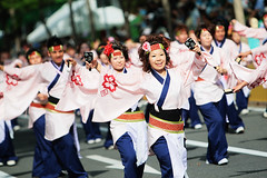 marching band(0.0), musician(0.0), sports(0.0), cheering(0.0), musical ensemble(0.0), marching(0.0), cheerleading(0.0), festival(1.0), event(1.0), parade(1.0), crowd(1.0), folk dance(1.0),