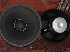 wheel(0.0), rim(0.0), car subwoofer(1.0), loudspeaker(1.0), subwoofer(1.0), electronic device(1.0), computer speaker(1.0), multimedia(1.0), sound box(1.0),