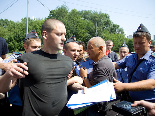 Police detain Sergei Udaltsov. Ecologist and Left Front activists bring