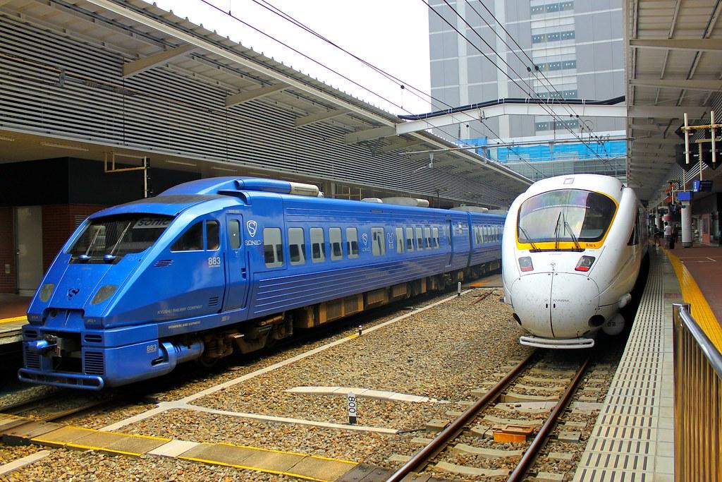Sonic train & The White Seagull train (JR九州883系「ソニック」 & 885系「かもめ27号」)