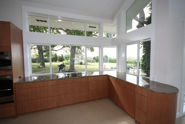 Kitchen looking at the glazed corner windows explore - Corner windows in kitchen ...