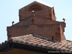 outdoor structure(0.0), iron(0.0), chimney(0.0), roof(1.0), facade(1.0), brick(1.0), brickwork(1.0),