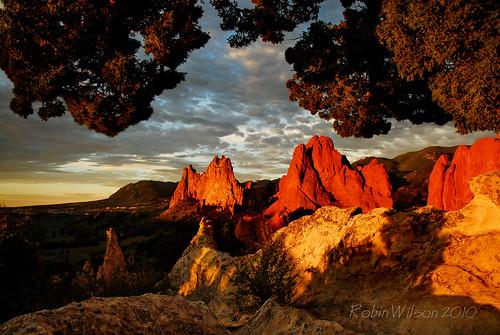 sunrise gardenofthegods whiterock cathedralrock mondaymorning coth cheyennemountain southgatewayrock theoldjuniper