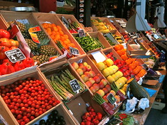 greengrocer(0.0), public space(0.0), supermarket(1.0), whole food(1.0), market(1.0), produce(1.0), food(1.0), bazaar(1.0), marketplace(1.0), grocery store(1.0), local food(1.0), retail-store(1.0),