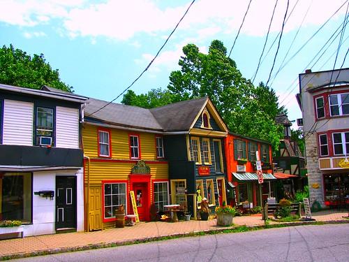 Frenchtown, New Jersey by Bogdan Migulski