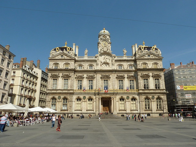 Magnificent city hall architecture of lyon 2nd largest for Z architecture lyon