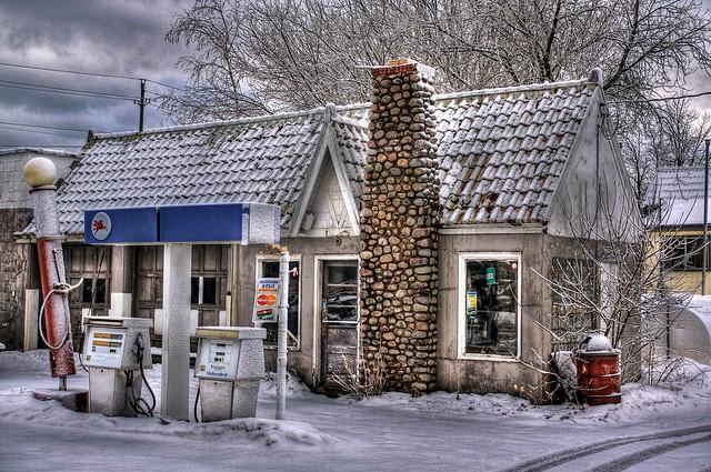 Cully's Service Station
