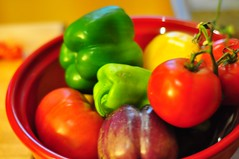 plant(0.0), dish(0.0), bell pepper(1.0), vegetable(1.0), tomato(1.0), bell peppers and chili peppers(1.0), peperoncini(1.0), produce(1.0), fruit(1.0), food(1.0), pimiento(1.0),