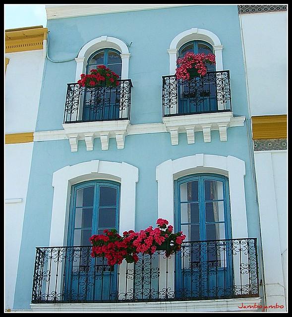 Calle Betis - Rojo y azul