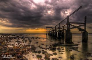 Immagine di Pantai Biru, Permaisuri Blue Lagoon. bridge sunset beach nikon slow shutter pasirpanjang negerisembilan flickraward unbridged mdpai
