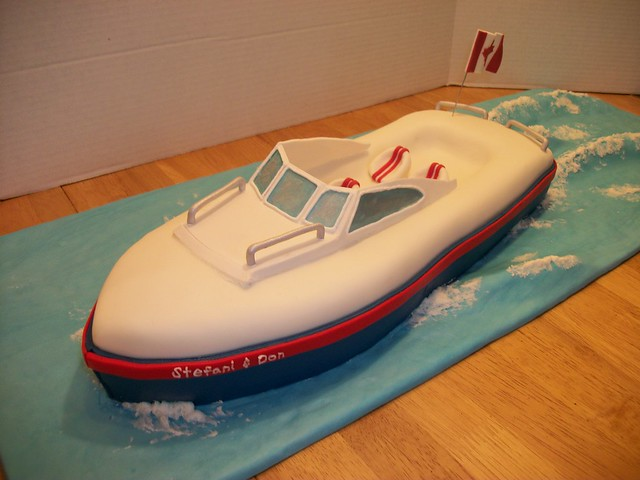 Speed Boat Cake http://www.flickr.com/photos/cakebuds/4931822311/