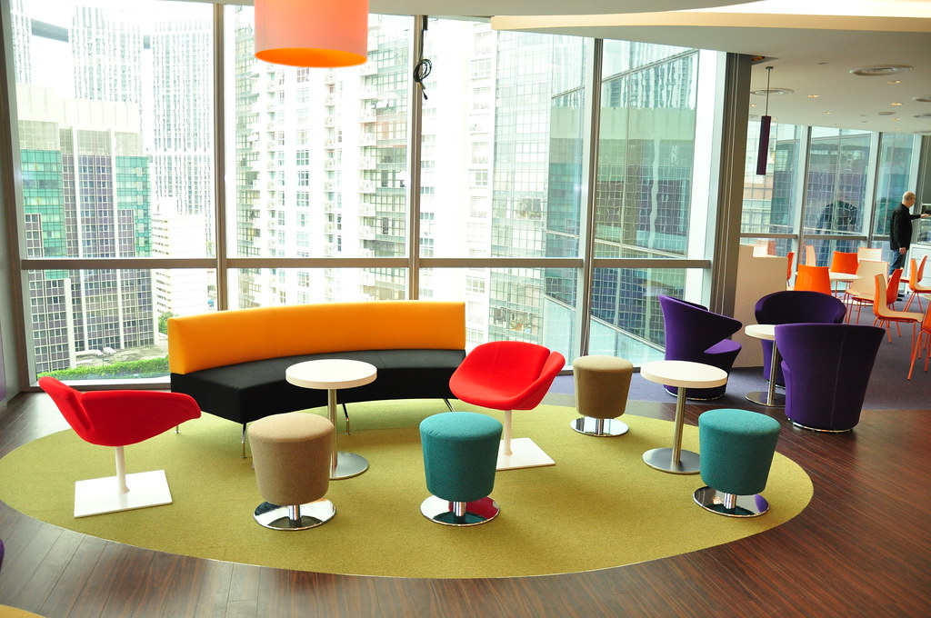 Google vs yahoo offices design battle shockblast for Interior designs for office space