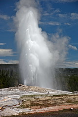 water feature(0.0), blowhole(1.0), body of water(1.0), geyser(1.0),