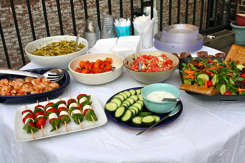 How to throw an epic housewarming party huffpost for Housewarming food ideas
