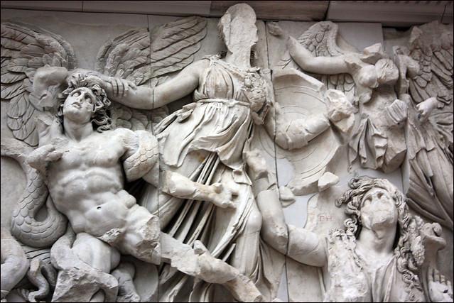 Atenea venciendo a los gigantes
