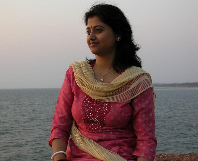 Beautiful indian girl sucking big arabian cock