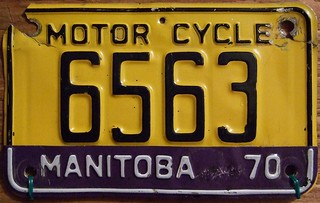 MANITOBA 1970 ---MOTORCYCLE PLATE, 1970 TAB on 1964 BASEPLATE