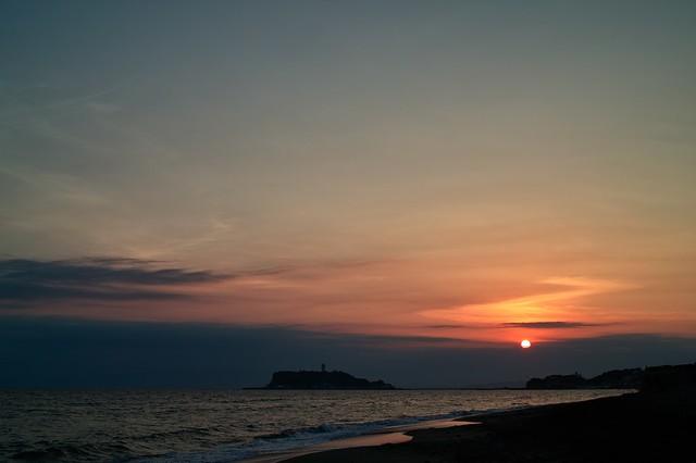 稲村ヶ崎周辺の海岸から見た夕日
