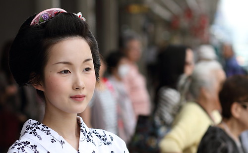 舞妓 杏佳さん Summer in Kyoto : The maiko (apprentice geisha) Kyōka
