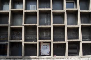 Belgrad, Fenster einer Turnhalle
