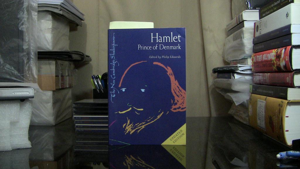 hamlet new cambridge  Hamlet (Cambridge Shakespeare) | Felipe Tavares | Flickr