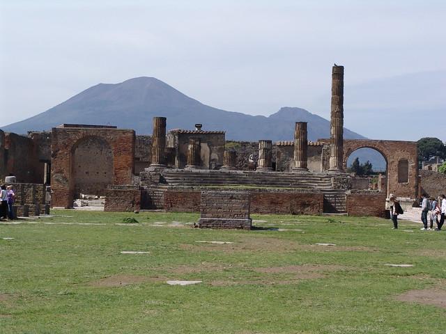 В результате были уничтожены Помпеи, городки Стабия и Геркуланы