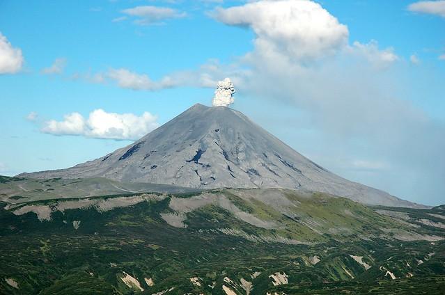Erupción del volcán Karymsky, Kamchatka, Siberia