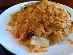 meal, steamed rice, thai fried rice, food grain, yeung chow fried rice, rice, spanish rice, nasi goreng, arroz con pollo, food, pilaf, dish, fried rice, cuisine, jambalaya,