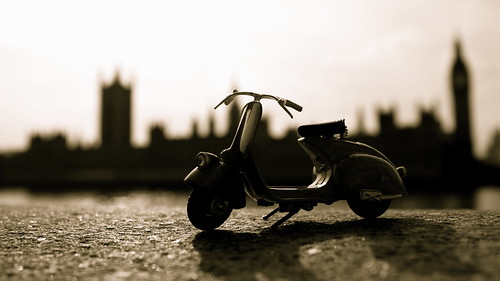 Vespa 98 in Westminster by Matteo Tessarolo