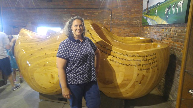 World's Largest Wooden Shoes, Casey, IL
