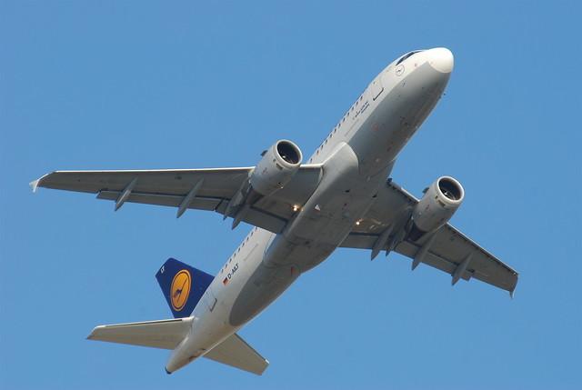 Lufthansa Airbus A319-114; D-AILT@FRA;09.07.2010/581ay