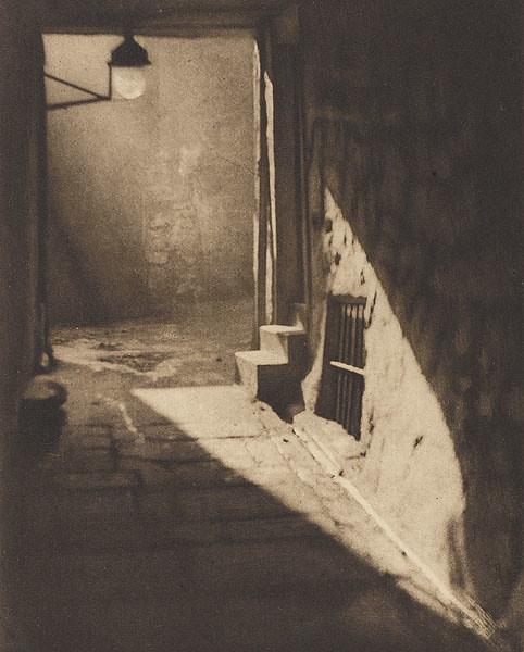 Wier's Close, Edinburgh, by Alvin Langdon Coburn 1906
