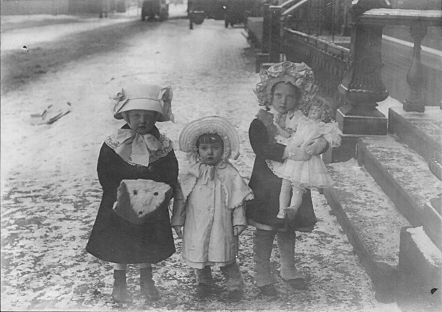 Dot & Lil with an unknown girl, New York, 1912