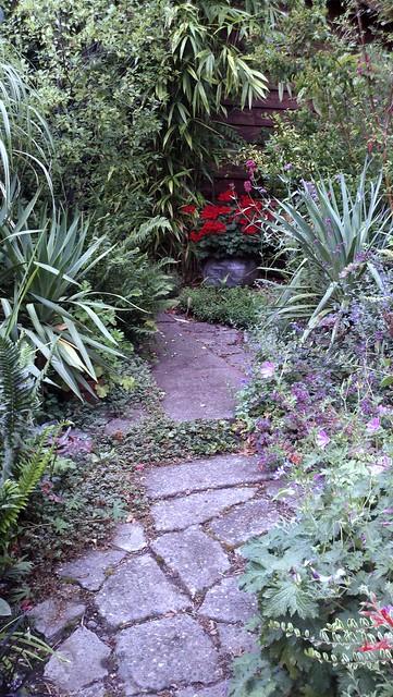 Gartenweg Natursteinplatten