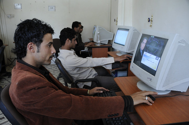 the role of computer in banking Role of the computer system in different environment essay here are role of computer systems in system play vital role in banking without computers.