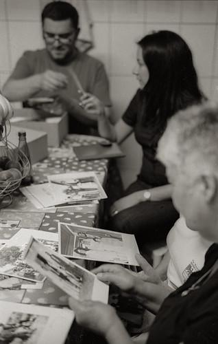 Looking at Family Photos, Vila Boa
