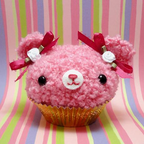 Amigurumi Cute Cupcake : Amigurumi Pink fuzzy cupcake bear with white roses ...
