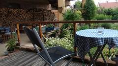 Urlaub auf dem Bauernhof. Heute noch etwas frisch für die Veranda #VisitAlsace #Mietesheim - Photo of Obermodern-Zutzendorf