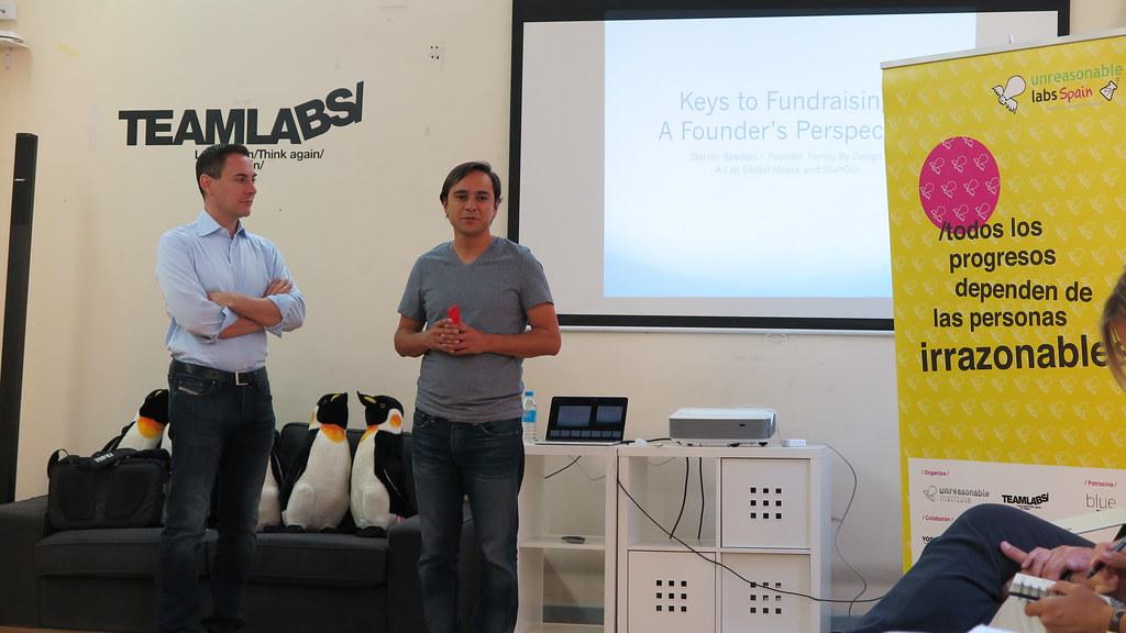 Darren Spedale se reúne con jóvenes emprendedores sociales
