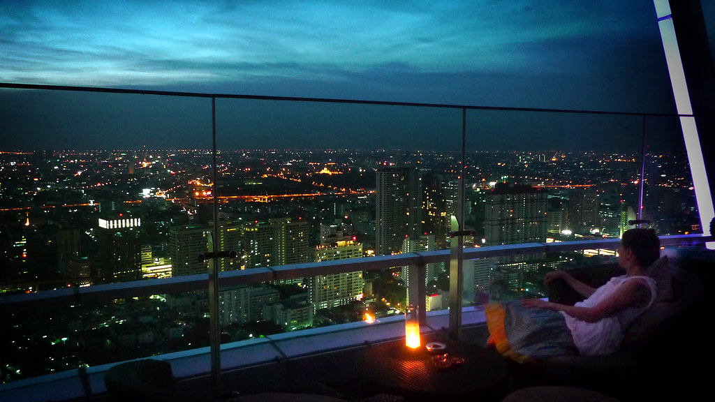 red-sky-bar-bangkok