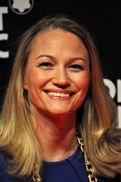 Sarah Wynter - Gallery Colection