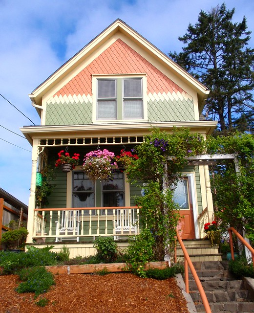Beautiful Peach And Green Victorian House Flickr Photo