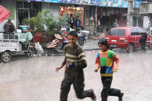 カシュガル、突然の雷雨