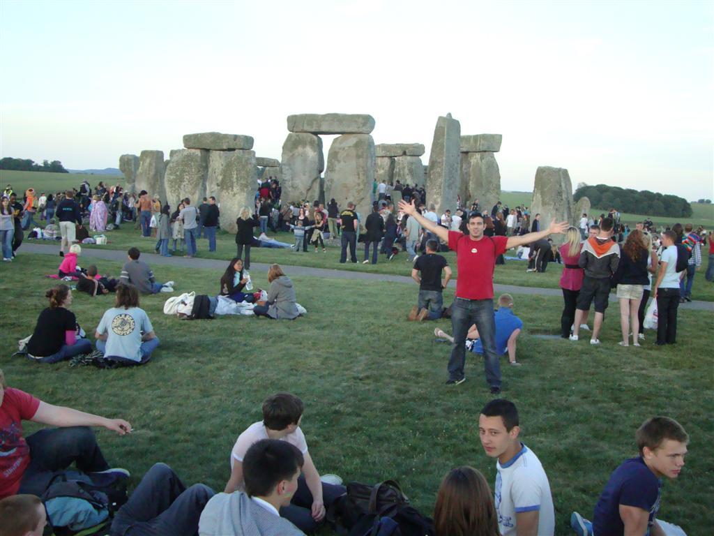 Yo en medio de la multitud stonehenge - 5065759994 e8c16b181f o - Stonehenge, el mágico día del Solsticio