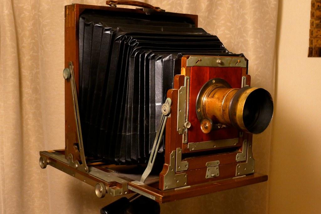 Large wooden Asanuma field camera with Petzval lens | Flickr