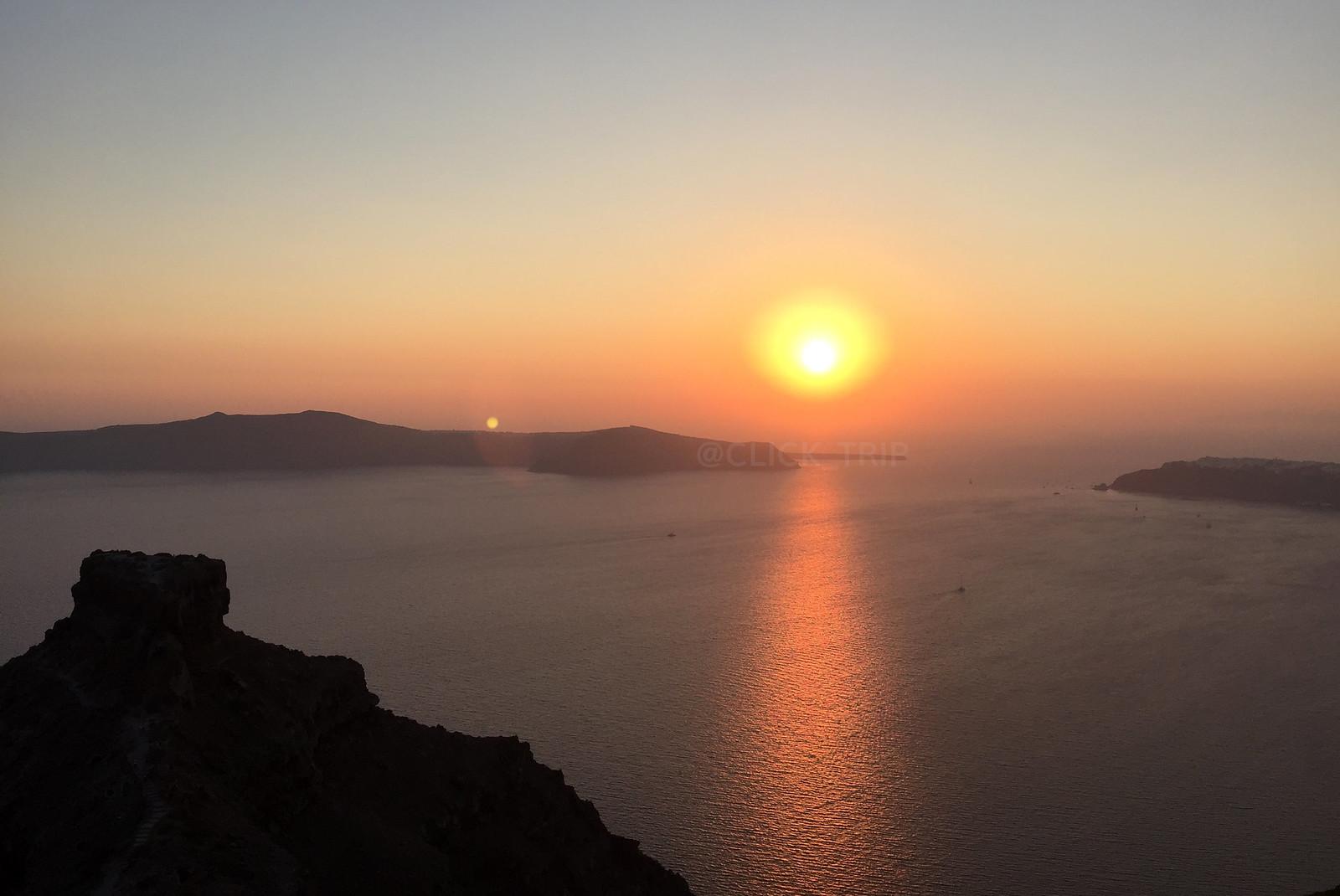 · Atardecer en Imerovigli con la roca Skaros ·