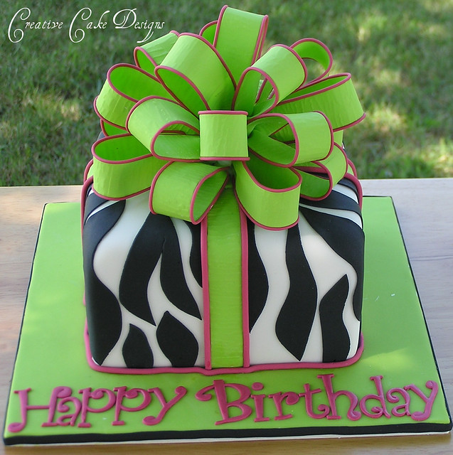 Green Zebra Cake http://www.flickr.com/photos/creativecakedesigns/4957514616/