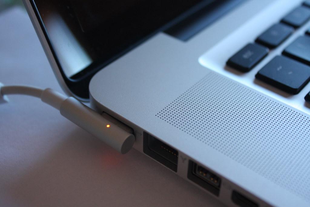 Macbook Pro unibody i5 Magsafe power charging
