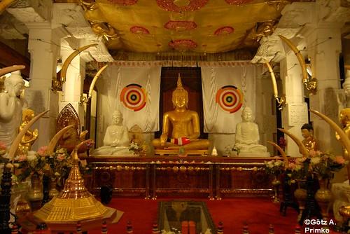 SriLanka_13_Kandy_Tempel_Sri_Dalada_Maligawa_2010_050