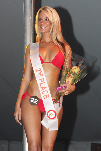 bikini pageant girls 2008 Hooters